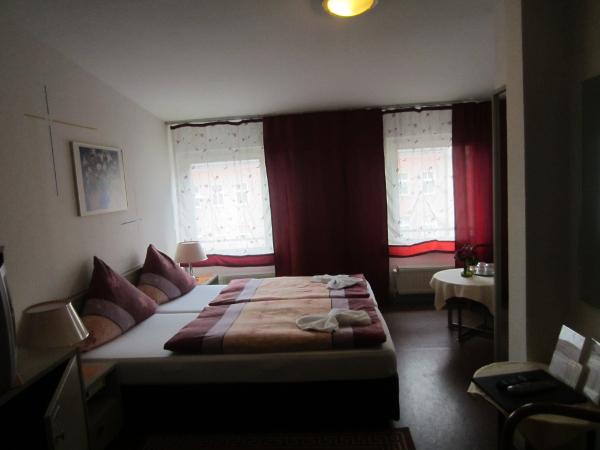 pension oase berlin. Black Bedroom Furniture Sets. Home Design Ideas